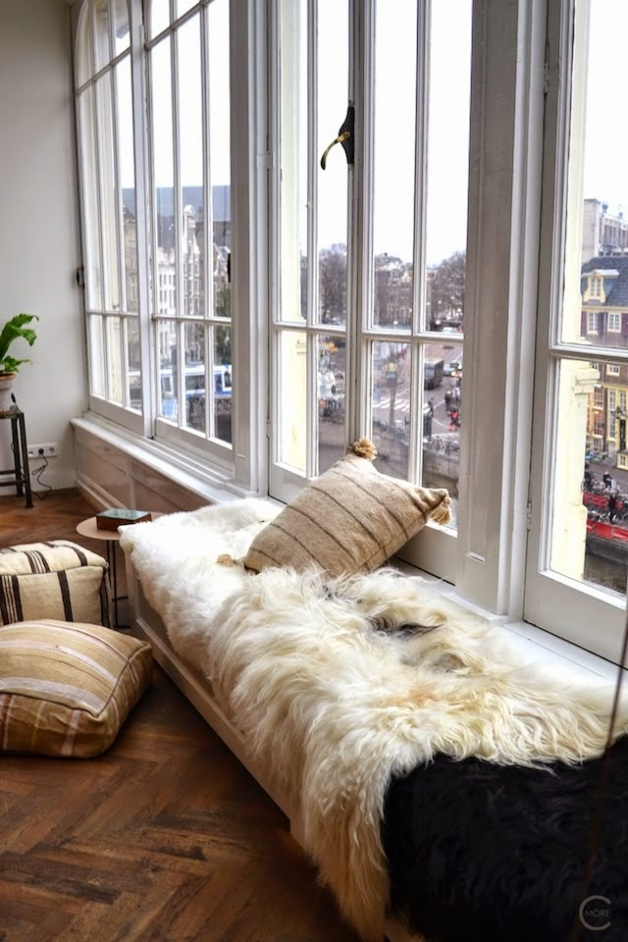 amsterdam+loft+sitting+area+by+the+window