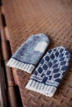 Geometric mittens inspired by underground ironwork found on Brooklyntweed.com
