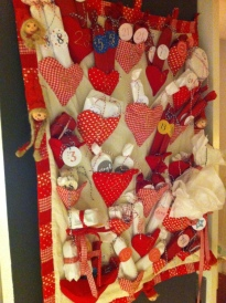 the patchwork adventcalendar I made for my grandmother many years ago, this year containing all the small gifts for the girls, aviajaspace